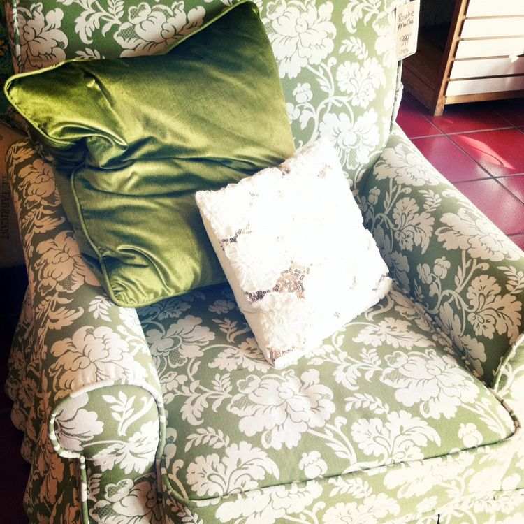 Pier 1 chair and pillows
