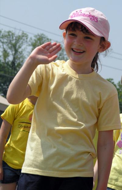Sarah_waving